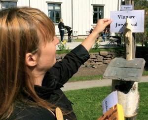 """Töppen av Lars Andersson vann juryns pris med motiveringen """"naturlig och enkel men också funktionell"""". Karvad ur en björkkubbe."""